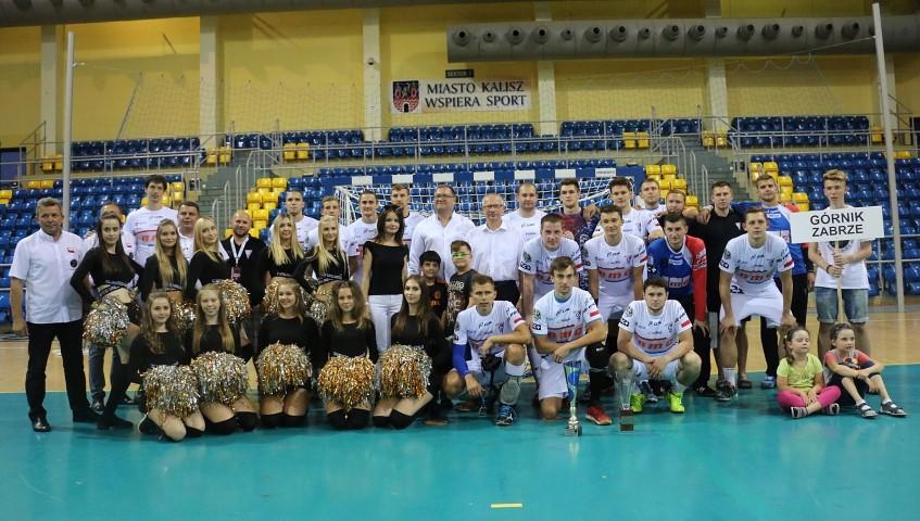 Górnik Zabrze wygrał IV Szczypiorno Cup! W finale zabrzanie niespodziewanie pokonali faworyzowaną Dunkierkę 26:25, mimo że do przerwy przegrywali różnicą czterech trafień.