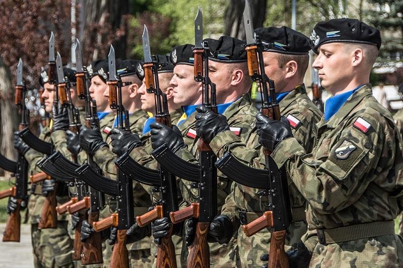 Będą podwyżki dla żołnierzy zawodowych