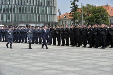 Mundurowe emerytury bez autografu Andrzeja Dudy. Kancelaria ma wątpliwości?