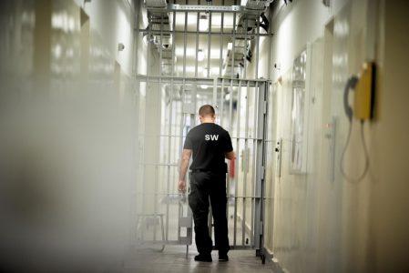"""""""Trudna sytuacja Służby Więziennej"""". Średnio ok 400 nadgodzin na funkcjonariusza"""