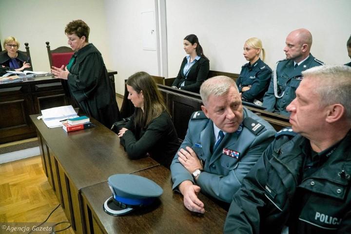 Wsparcie przedstawicieli Zarządu Okręgowego NSZZF i PW w procesie policjantki z Poznania