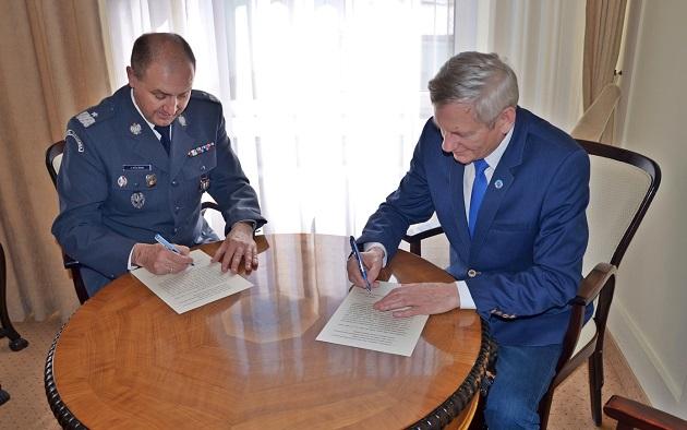 Podpisano porozumienie, wypracowane przez przedstawicieli Centralnego Zarządu Służby Więziennej i stronę społeczną (zespół kadrowo-płacowy NSZZ FiPW)