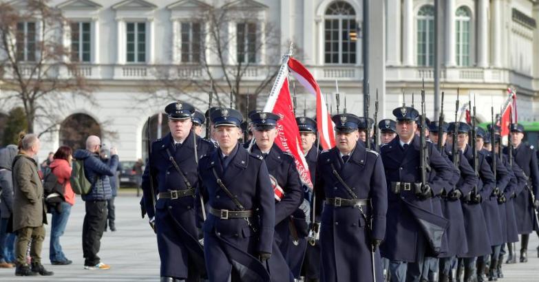 Uroczysta zmiana posterunku honorowego przed Grobem Nieznanego Żołnierza